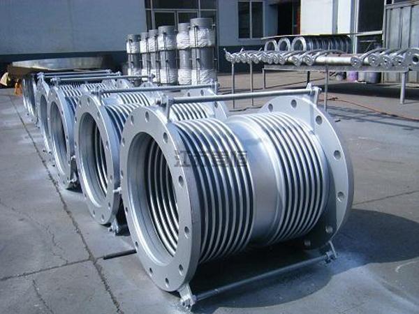 复式金属管道补偿器